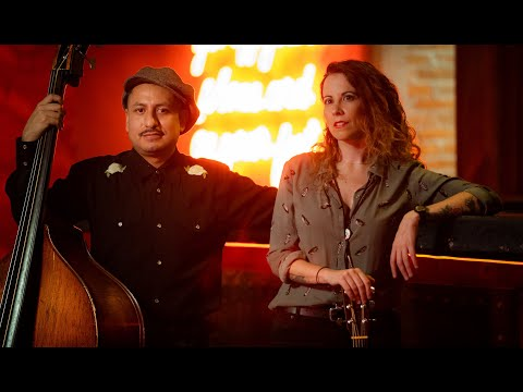 "Jolene - Mint Parker & Mark Slap - We play Dolly Parton´s ""Jolene"" at Pinche Gringo Bar in Mexico City"