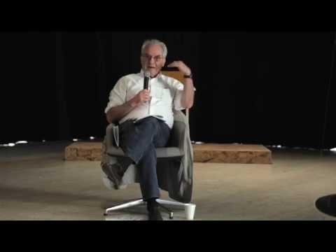 """El artista, crítico, educador y teórico uruguayo Luis Camnitzer discute sobre la aproximación que empleó al escribir la Guía para Maestros, que acompaña """"Bajo un mismo sol: Arte de América Latina hoy""""."""