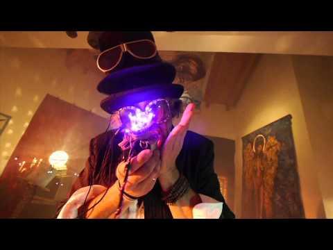 """""""InTuiTiVo"""" interamente registrato da Claudio Taddei, tele amplificate che fanno da batteria, suoni vocali che interpretano i fiati, bassi, percussioni, ecc. Quadri, installazioni, video-clip. 12 giorni e 12 notti di musica, pittura, installazioni, arte, ecc. Tutto realizzato nel magico Rivellino di Locarno, bastimento attribuito a Leonardo Da Vinci. Documentato dal regista Stefano Ferrari."""