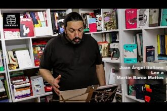 """Preferentemente"" Ciclo de Lecturas en Espacio Chamangá Juan Ángel Italiano lee ""Trabalenguas"" del libro ""Made in China"" de Martín Barea Mattos."