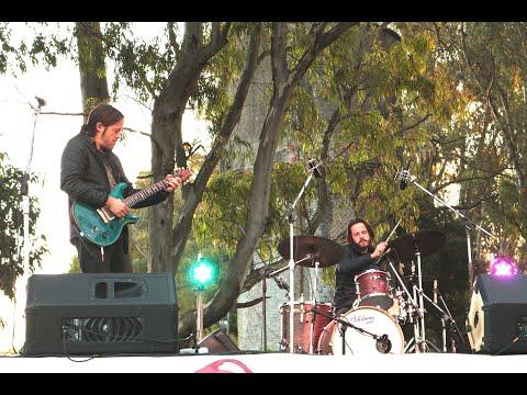 Presentación del Trío Ibarburu (URU) en Woodsvendetta III festival de arte autogestivo Nicolás Ibarburu - Guitarra Andrés Ibarburu - Bajo Martín Ibarburu - Batería Tema: Neurology - Álbum: Ultramarino (2016)