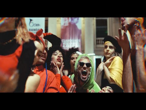 """Videoclip oficial del nuevo sencillo de Max Tejera #NOVAAPASAR. Puedes escucharla en tu plataforma favorita, como Spotify o Deezer, y agregarla a la playlist que te guste más! #NoVaAPasar es parte de """"ElectroPop"""" de Spotify!"""