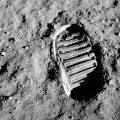 Huella del piloto del módulo lunar de la misión Apolo 11, Buzz Aldrin, en la superficie lunar. Su bota (con nueve costillas) era más grande que la de Armstrong (ocho costillas), por lo que sería posible individualizar las huellas de cada uno. / NASA